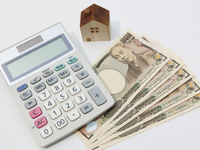 家と電卓とお金